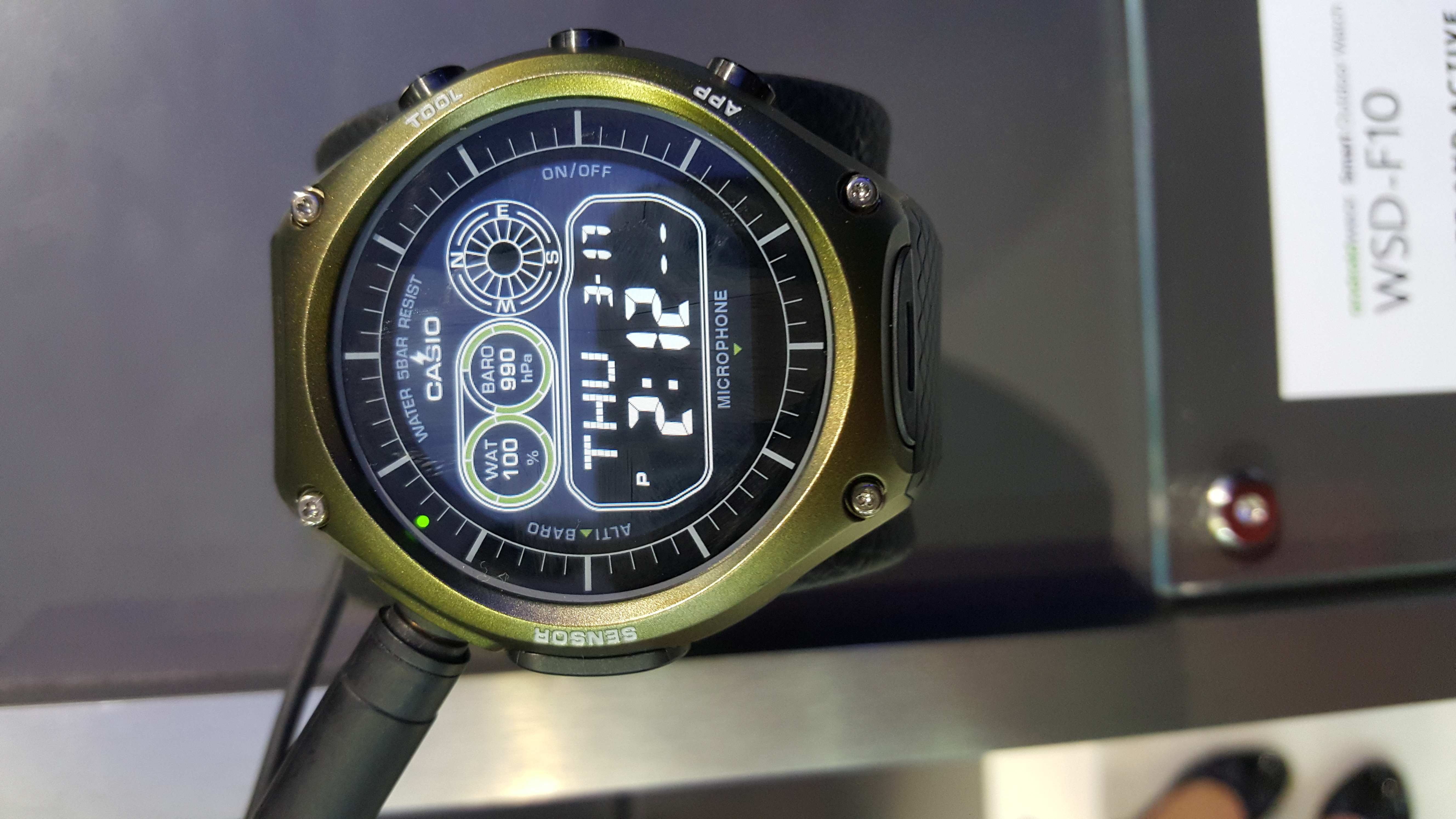 Nixon Secretly Kept Its New Watch The Mission A Surprise Until Yesterday Android Wear Up To 10 Atm Water Resistant And Also With The New Qualcomm