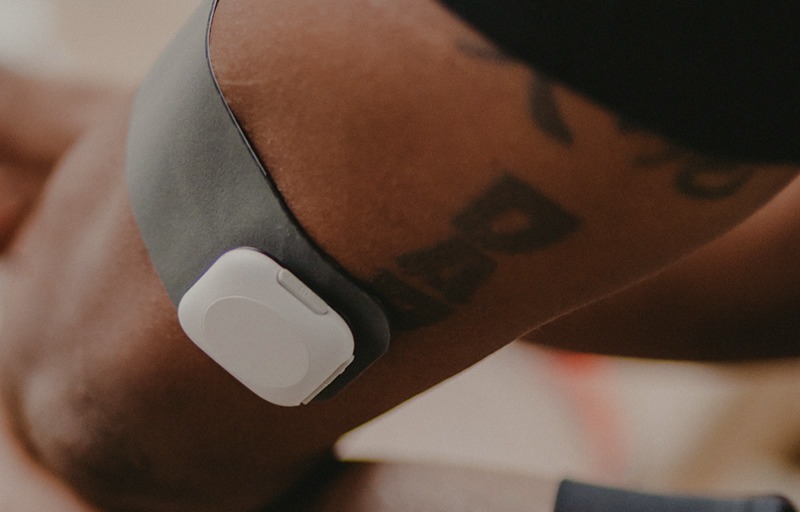 A person wearing a wearable band on his arm